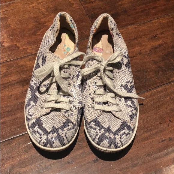 5e0d1f0014c5 Born Shoes - Born python like leather sneakers